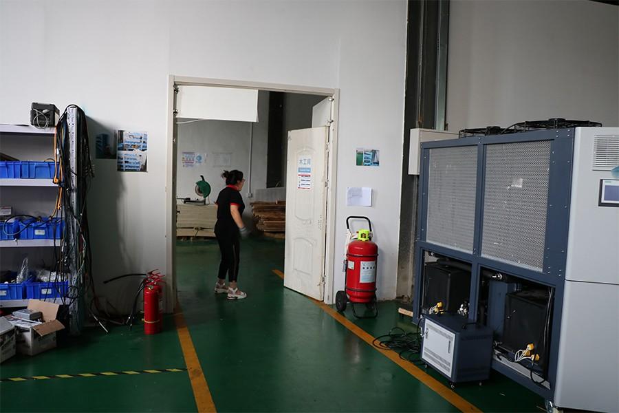 2019年8月凌工科技举行火灾担架救助逃生演练